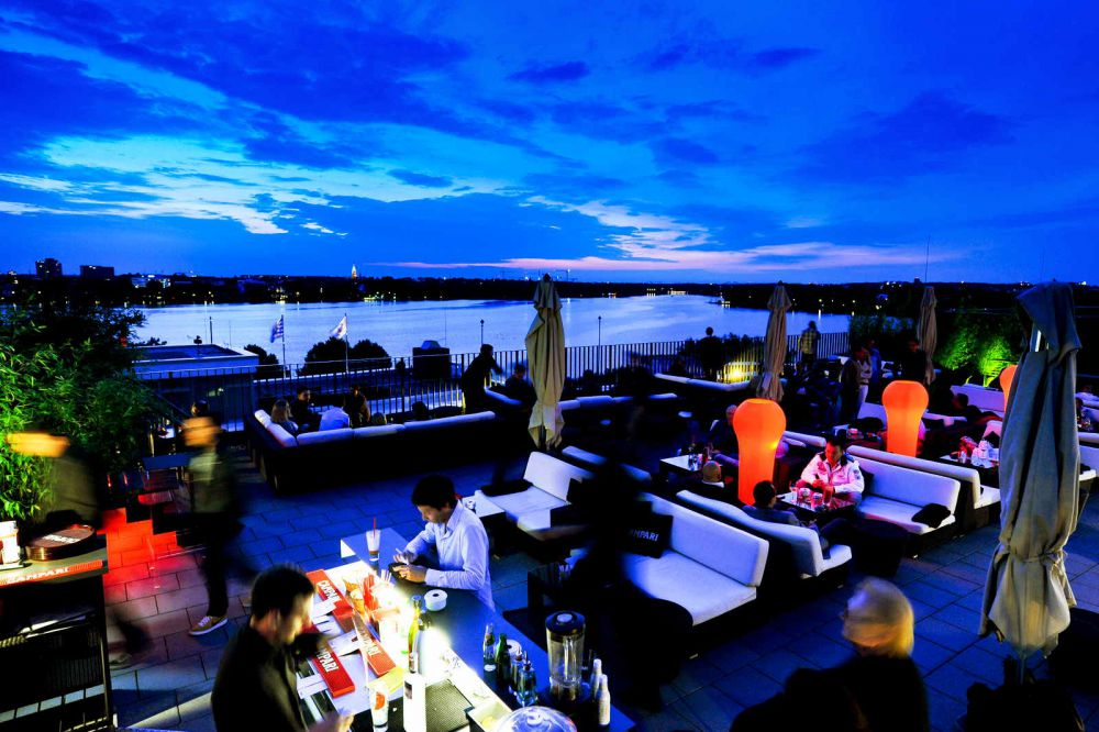 camparilounge an der alster in hamburg hamburgs alkolischste dachterrasse. Black Bedroom Furniture Sets. Home Design Ideas